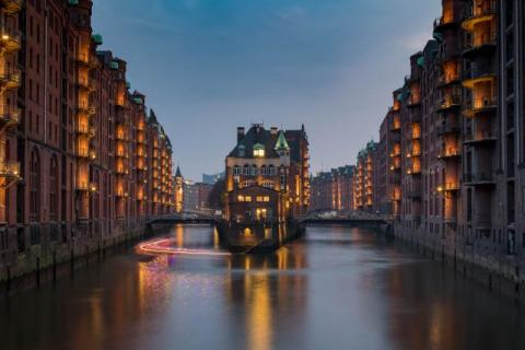 "Photospot in Hamburg: ""Castle in the warehouse district"" in the blue hour"