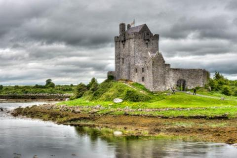 Dunguaire Castle bei Kinvara in Irland