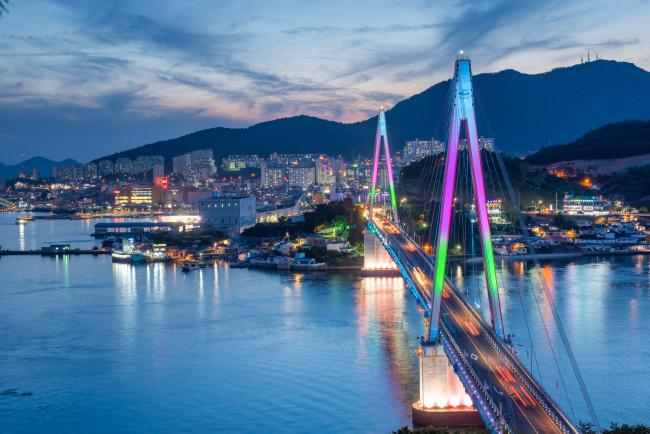 Blue hour in Yeosu - the Dolsandaegyo Bridge (돌산 대교)